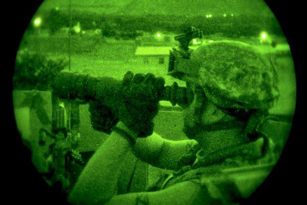 Dual tube white phosphor night vision goggles binoculars
